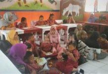 Kegiatan Membaca di Kelas bersama orangtua siswa3